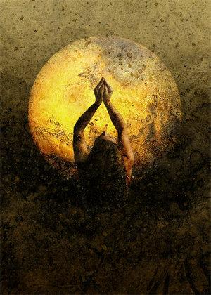 Donna che prega rivolta verso la Luna