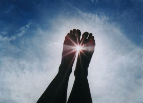 feet_sky