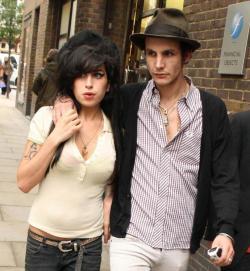 Mit Ehemann Blake Fielder-Civil im Jahr 2007 in London. Danach ging es bergab mit der Sängerin. Sie ...
